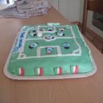 Torta di compleanno campo di calcio