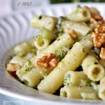 Maccheroni con broccoli, gorgonzola e noci