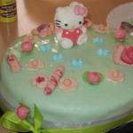 Torta di compleanno prato fiorito di hello kitty