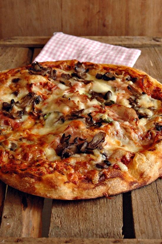 Mamma papera pizza all 80 di idratazione con lievito for Pizza con planetaria