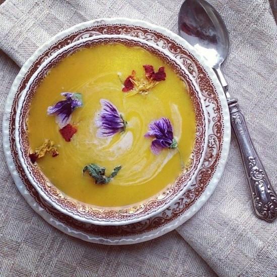 zuppa di zucca e carote al profumo di timo