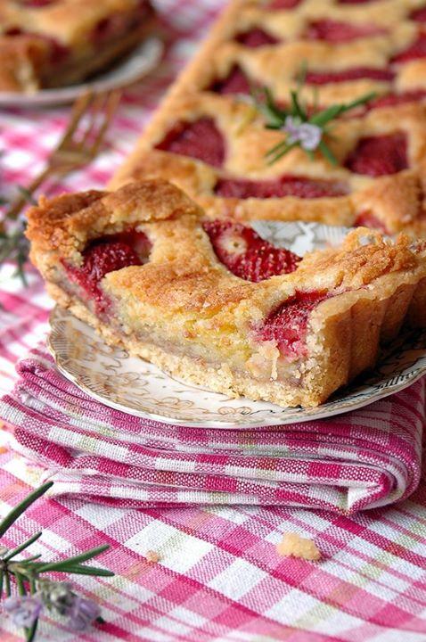 Crostata di fragole e rosmarino