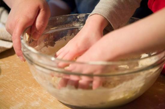 fare il pane con i bambini